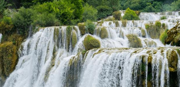 Rustgevende waterval