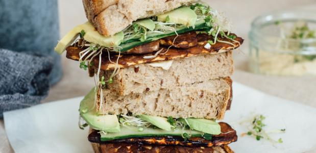 Tempeh bacon sandwich - Lisa Goes Vegan