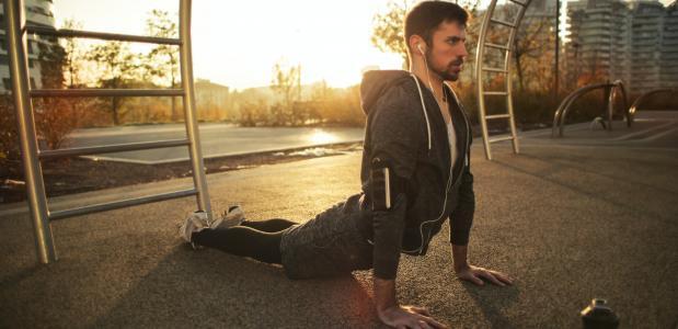 yoga mannen lichaamsbeeld