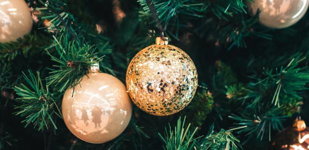 5 yogaposes die je tijdens de kerst kan doen