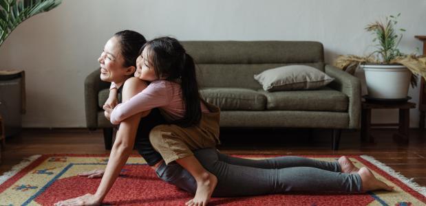 Yoga met de kinderen. Foto van Ketut Subiyanto via Pexels