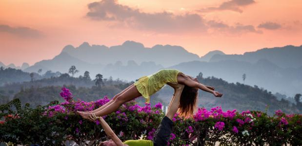 Yoga op het gras. Bron: Unsplash