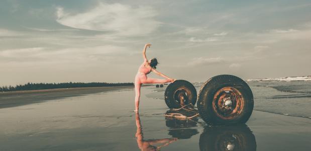 4 manieren om een yogawiel te gebruiken