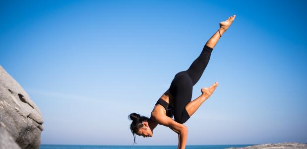 yoga flexibel Sinterklaas Zwarte Piet leuk yogaserie yogapose