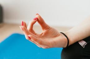 Mudra's handgebaren termen en begrippen yoga