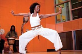 Afro Flow Yoga. Bron: www.afroflowyoga.com