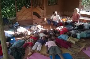 Kidsyoga in Tanzania. © Femmy Brug