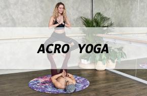 Wat is acro yoga eigenlijk, en waar helpt het bij? Yoga International zocht het uit!