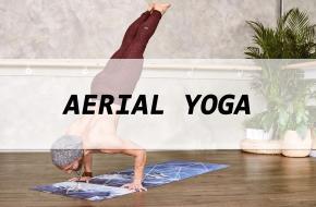 Wat is aerial yoga eigenlijk, en waar helpt het bij? Yoga International zocht het uit!