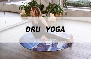 Wat is dru yoga eigenlijk, en waar helpt het bij? Yoga International zocht het uit!