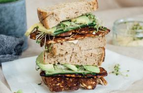 Tempeh bacon sandwich -  Lisa Goes Vegan