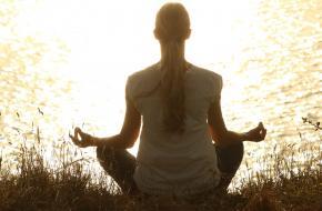 Dit is hoe yoga je kalm laat voelen
