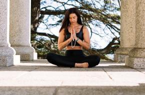 Overeenkomsten en verschillen tussen de yogafilosofie en het boeddhisme