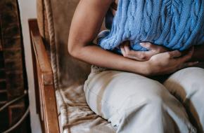 Yogaposes tegen menstruatiepijn