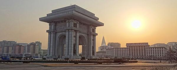 Foto: Triomfboog in Pyongyang. Foto van Bjørn Christian Tørrissen via wikimedia commons.