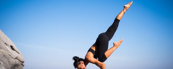 yoga international lenig flexibel sinterklaas zwarte piet rug schouder heupen